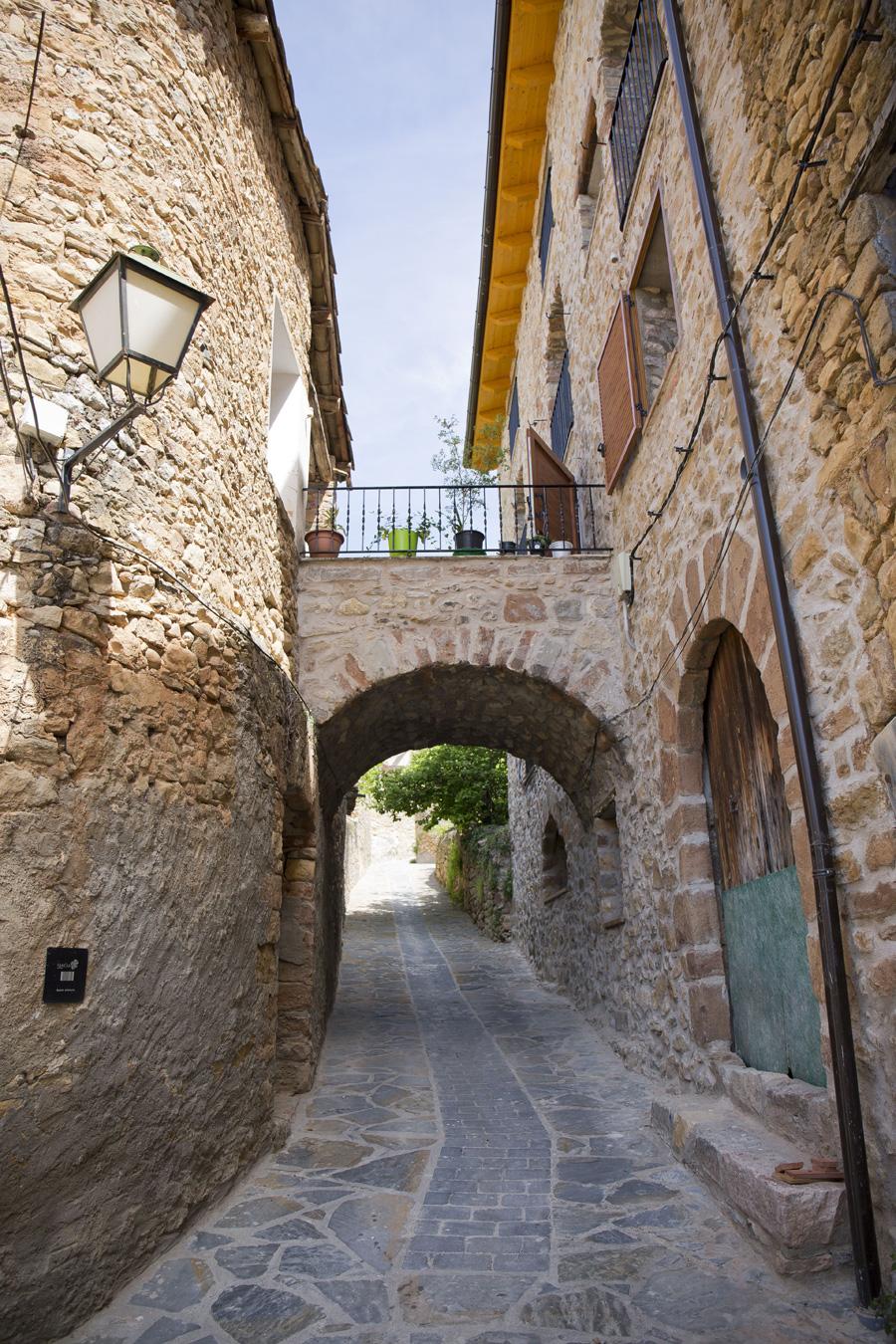 Puente-de-la-casa-centenaria-Casa-Grabiel-turismo-de-Areny-de-Noguera-Aragón