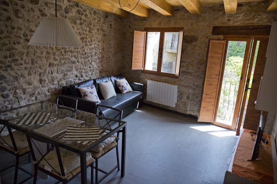 Salón-comedor-casa-centenaria-3-Casa-Grabiel-turismo-de-Areny-de-Noguera-Aragón