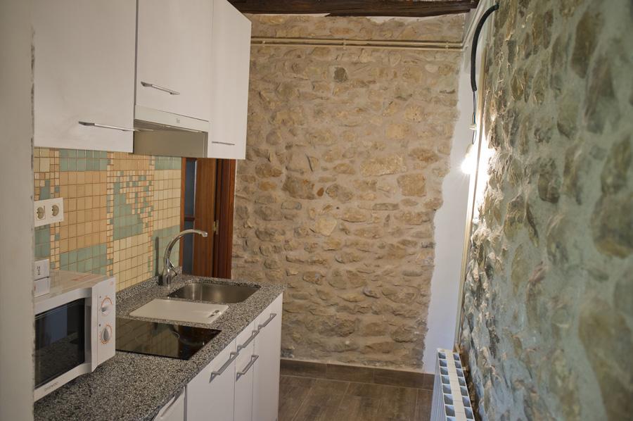 COCINA-COMPLETA-CASA-2-Casa-Grabiel-turismo-de-Areny-de-Noguera-Aragón