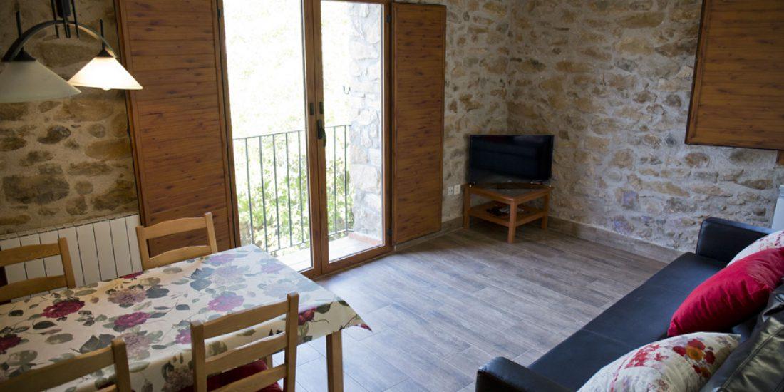 Comedor-cocina-casa-2-Casa-Grabiel-turismo-de-Areny-de-Noguera-Aragón