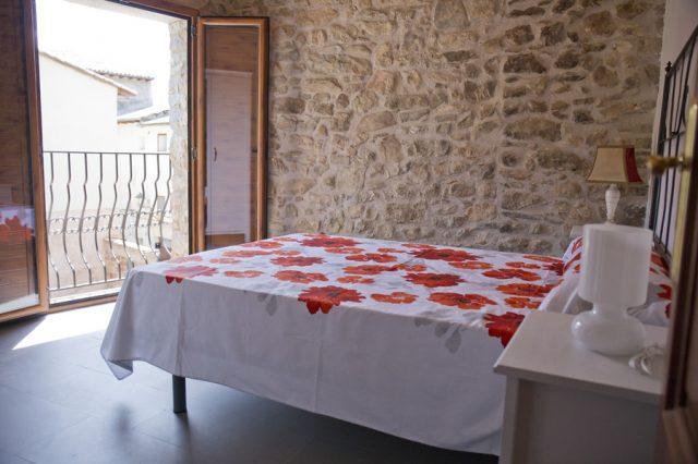 Dormitorio-completo-casa-centenaria-3-Casa-Grabiel-turismo-de-Areny-de-Noguera-Aragón