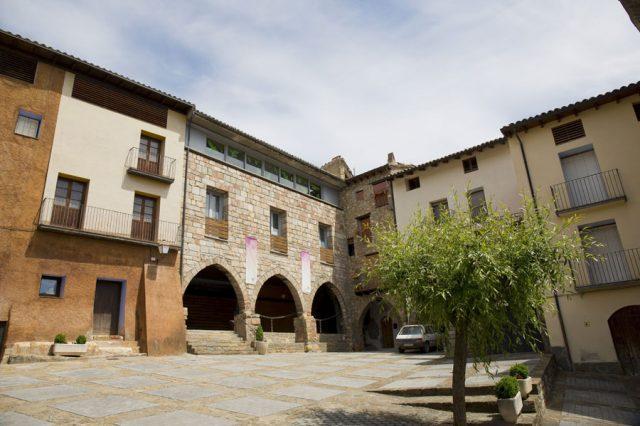 Plaza-principal-Casa-Grabiel-turismo-de-Areny-de-Noguera-Aragón