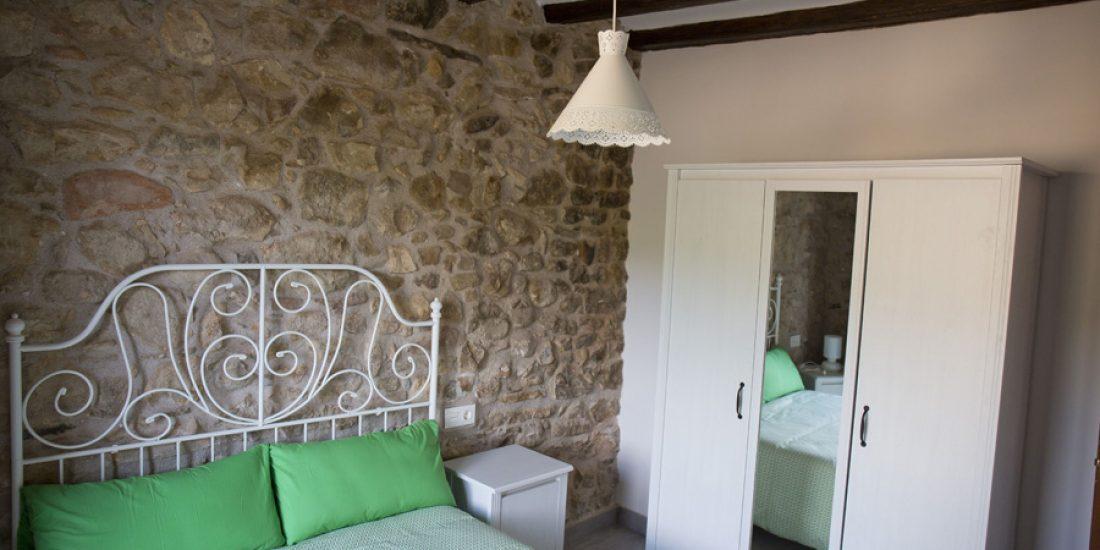 Vestidor-estancia-1-Casa-Grabiel-turismo-de-Areny-de-Noguera-Aragón