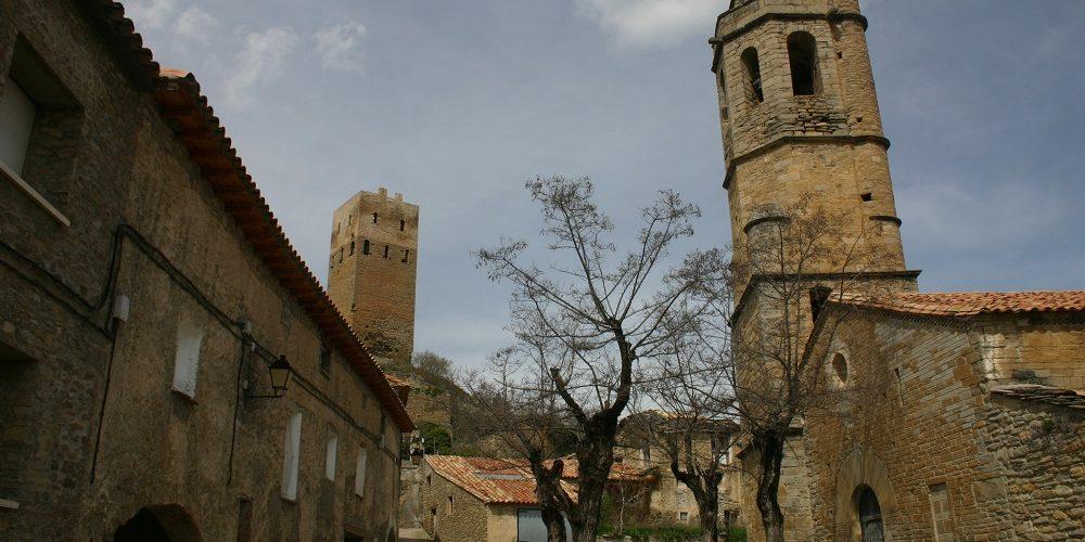 No te vayas de Casa Grabiel sin visitar la iglesia y la fortaleza de Luzás